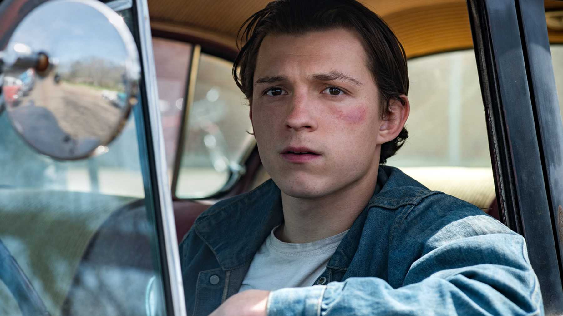 Tom Holland and Co star in The Devil All The Time (c) Netflix